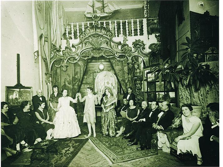 Manuel de Falla a l'estudi del pintor Oleguer Junyent l'any 1926 ©Archivo Manuel de Falla