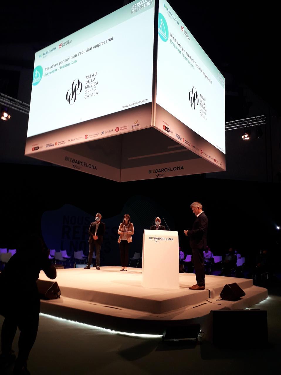 Foto Mercedes Conde recollint el premi BizBarcelona
